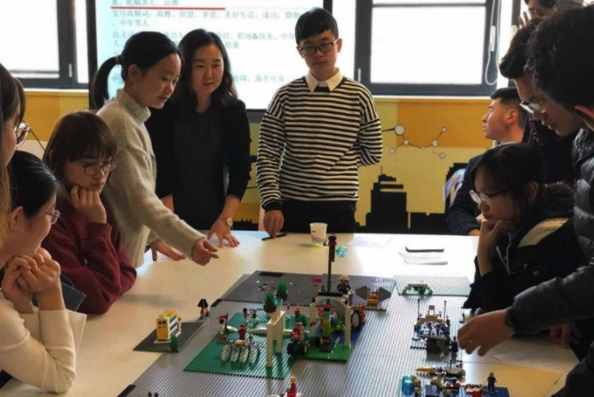 Tăng tình kết nối và tương tác của trẻ em khi chơi lego